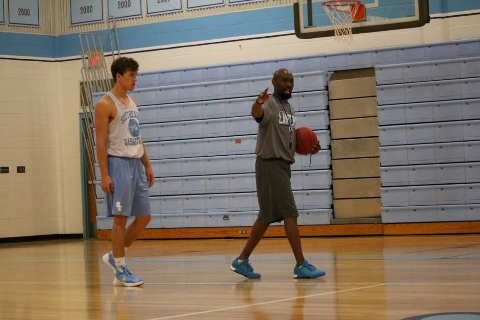 Coach Timothy Simpson takes team through Zig Zag drill (Medium)